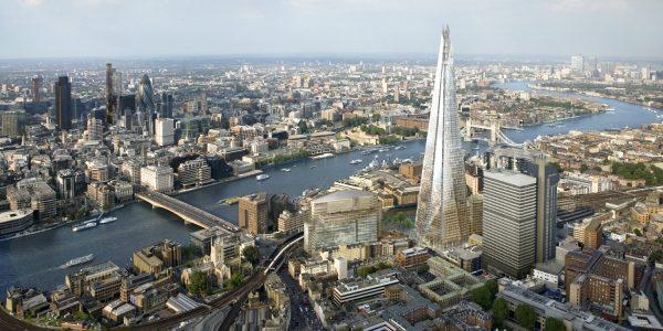 """CUL38. LONDRES, 04/07/2012.- Fotografía cedida por Sellar de una vista general de la orilla sur del río Támesis a su paso por Londres, en la que despunta el pináculo del """"Shard"""", el edificio más alto de Europa, con 87 pisos y 310 metros de altura, que se inaugurará mañana. EFE/ Sellar/SOLO USO EDITORIAL."""